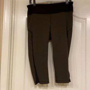 Lululemon Cropped tights size 10
